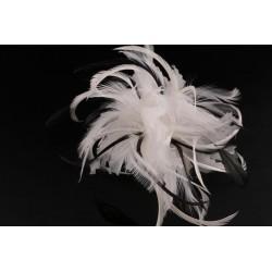 Coiffe cérémonie Clea en plume écru noir Coiffe cérémonie Nyls Création